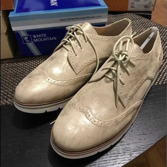 White Mountain Shoes - Gold oxfords Sz 10